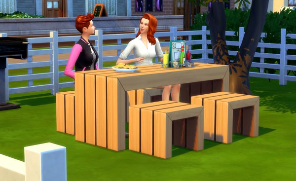 Peach and her Pan: Planked Outdoor Dining Set
