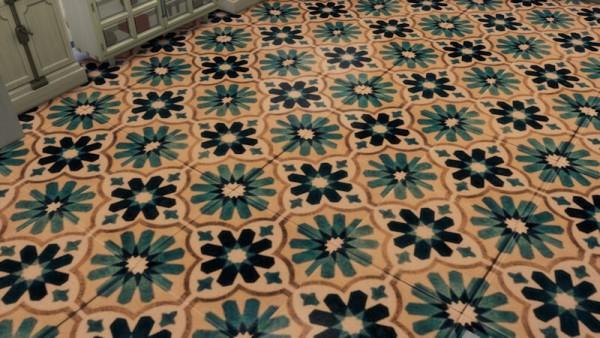 La Luna Rossa Sims: Geometric Floral Tile