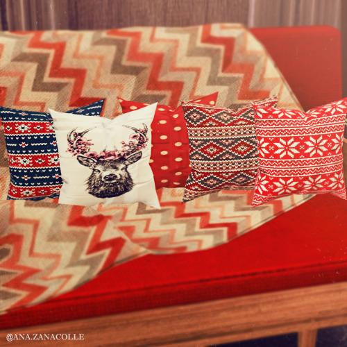 Ana Zanacolle: Christmas Pillows