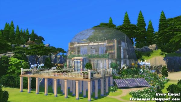 Frau Engel: Glass Dome Eco House